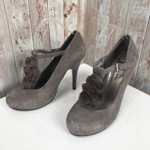 Gianni Bini 8.5 gray suede rose detail platforms